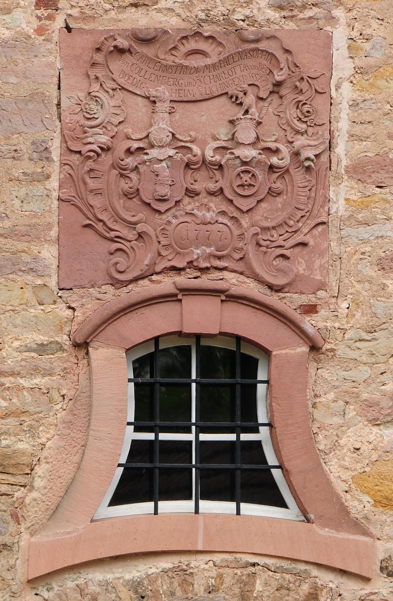 Familienwappen an Schloss II